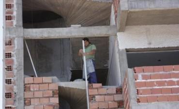 En un semestre la construcción registró una baja de 900 puestos de trabajo