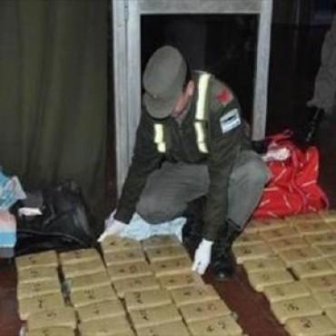 Secuestran 30 kilos de marihuana que iban a ser enviadas como narcovalijas