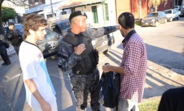 Sin blindaje pero con control policial, hubo festejos y caravana en la costanera