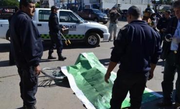 Ciclista murió tras ser atropellada por un camión en Centenario y Ayacucho