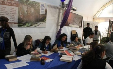 Donar libros, una forma de participar de la feria y ayudar