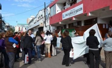 Paro parcial con alta adhesión y protesta frente al Consejo