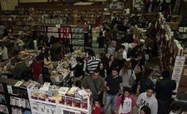 Con Víctor Hugo Morales y Mario Bofill cierra hoy la Feria Popular del Libro 2015