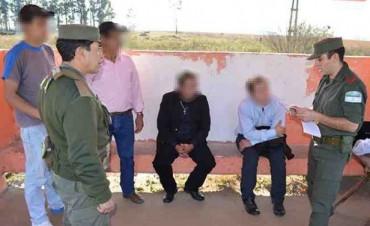 Vestidos de curas transportaban carga de droga desde Misiones
