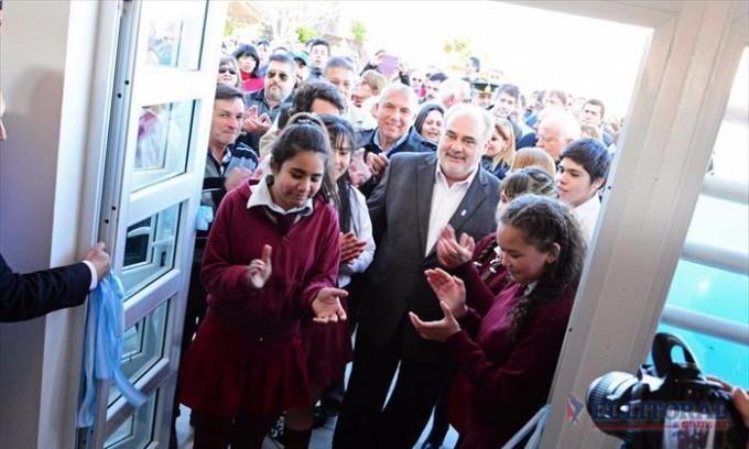 Colombi inauguró edificio para un secundario y anunció la construcción de tres escuelas en 2017