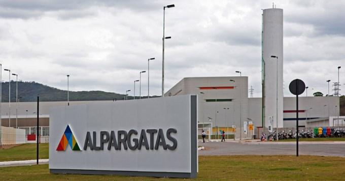 Alpargatas despidió a 48 empleados y suspenderá a 360