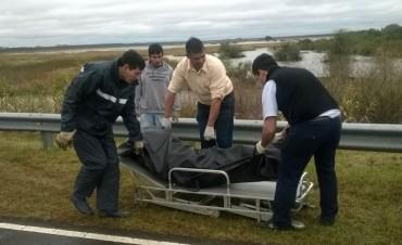 Policía busca datos para identificar un cadáver tirado al río