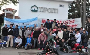 Trabajadores de Tipoití iniciaron huelga por tiempo indeterminado