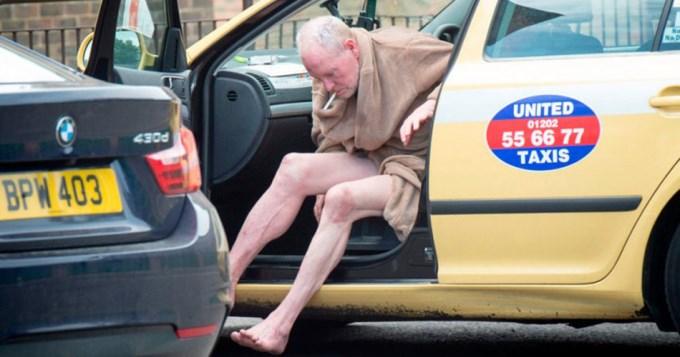 Borracho, ex futbolista mostró el pene en la calle
