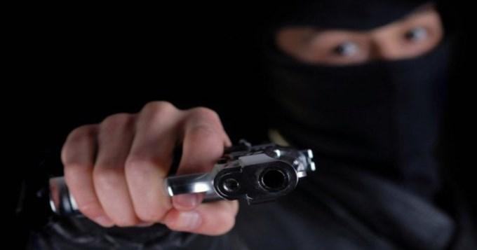Encapuchados robaron un country en Pilar