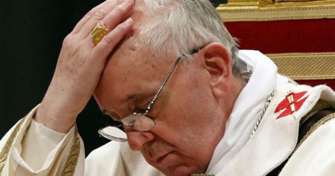 Francisco condenó el asesinato del cura en Francia
