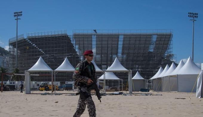 Fuerzas Armadas patrullan Río esperando los Juegos