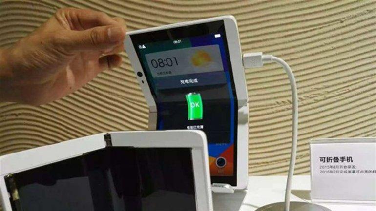 ¿Llegó la era de los teléfonos plegables?