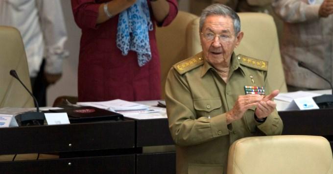 Raúl Castro admitió turbulencias pero llamó a resistir