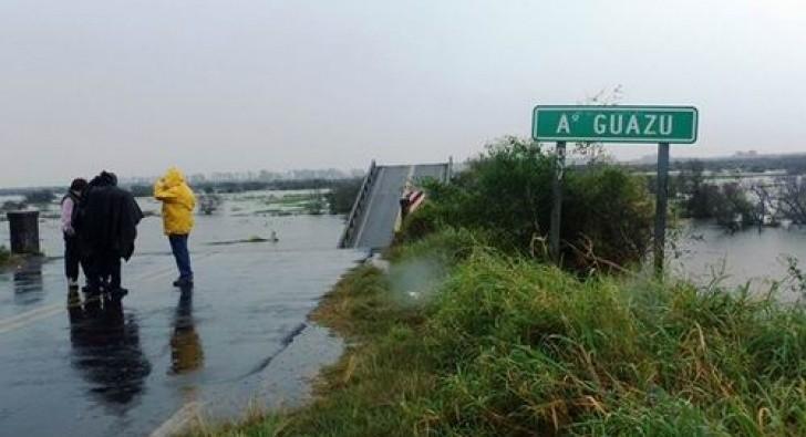 Cruces de versiones sobre la señalización del puente que se cayó en la ruta 12