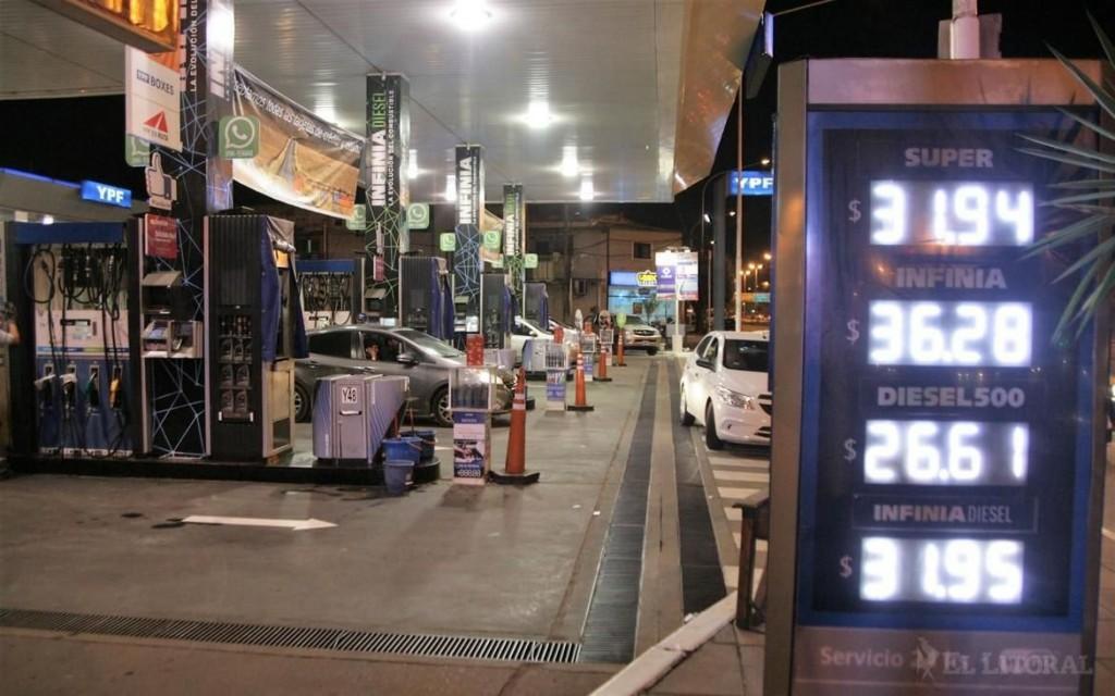 Combustibles: en siete meses, cinco subas y un acumulado de hasta $7 por litro
