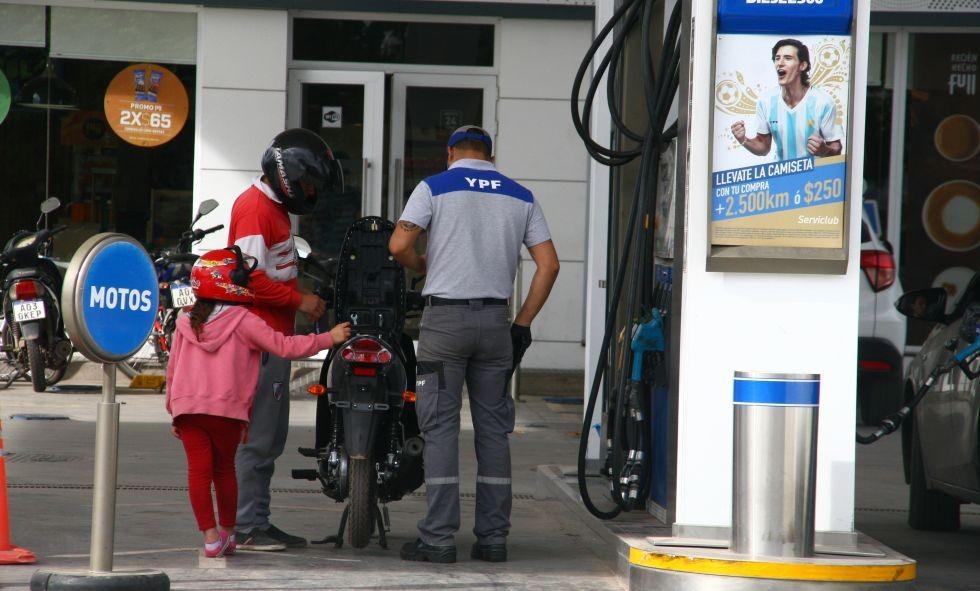 Sorpresivo aumento en los combustible elevó el precio a 33,23 pesos por litro