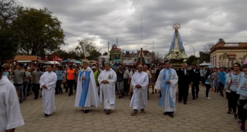 En Itatí, una multitud alaba a la Virgen Morena por su Coronación Pontificia