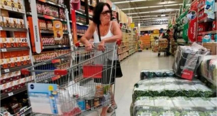 En junio una familia tipo necesitó $20.617para no ser pobre