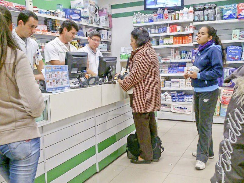 Se encarecen aún más los precios de remedios y las ventas caen un 20%