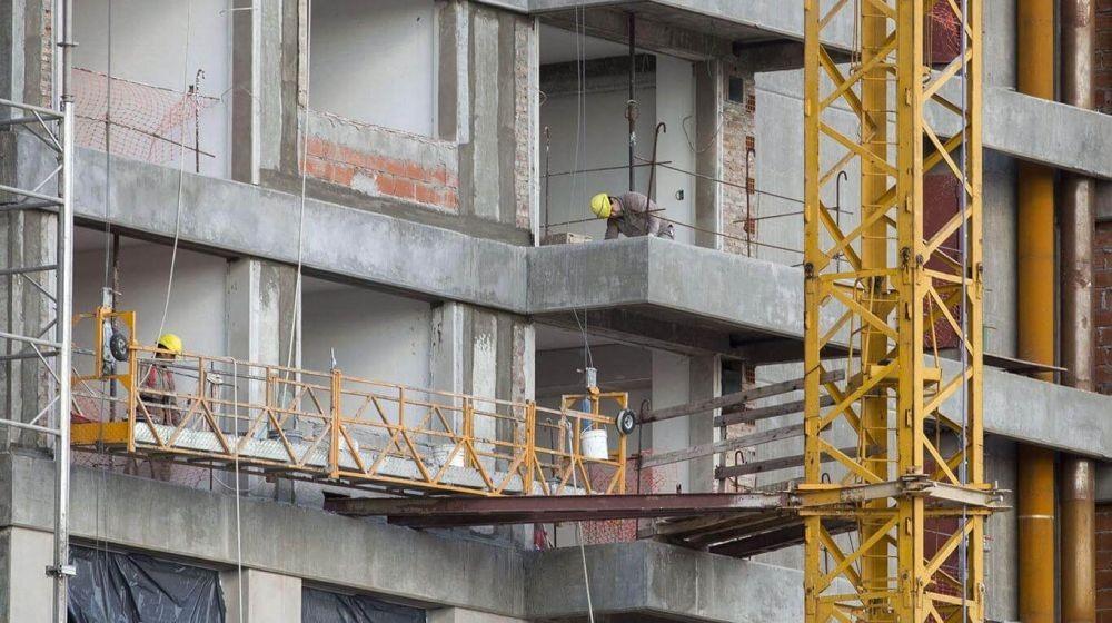 La construcción cayó 48,6% y la industria 26,4% anual en mayo