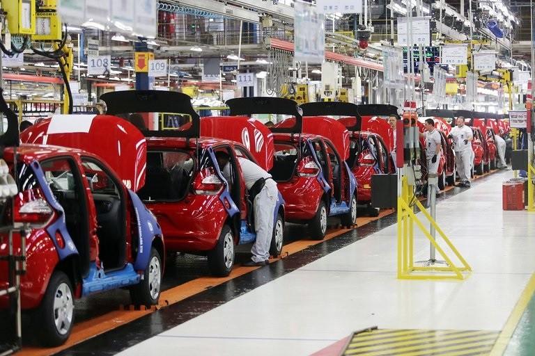 La industria retrocedió en el segundo trimestre a su nivel más bajo desde la salida de la Convertibilidad