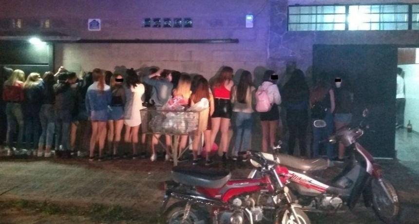 La Policía interrumpió una fiesta clandestina con más de 100 jóvenes