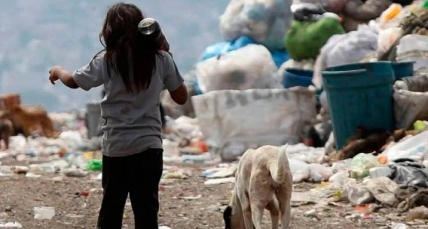 Una familia necesitó casi 44 mil pesos para no caer en la pobreza