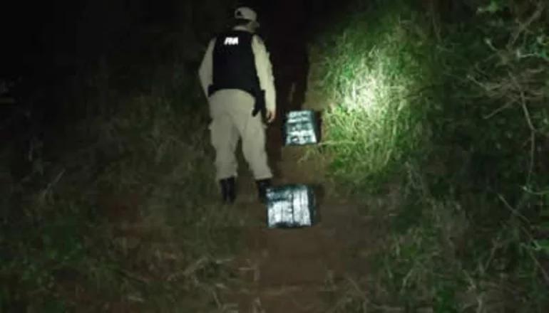 Intentaban ocultar marihuana entre botellas de vino ilegales