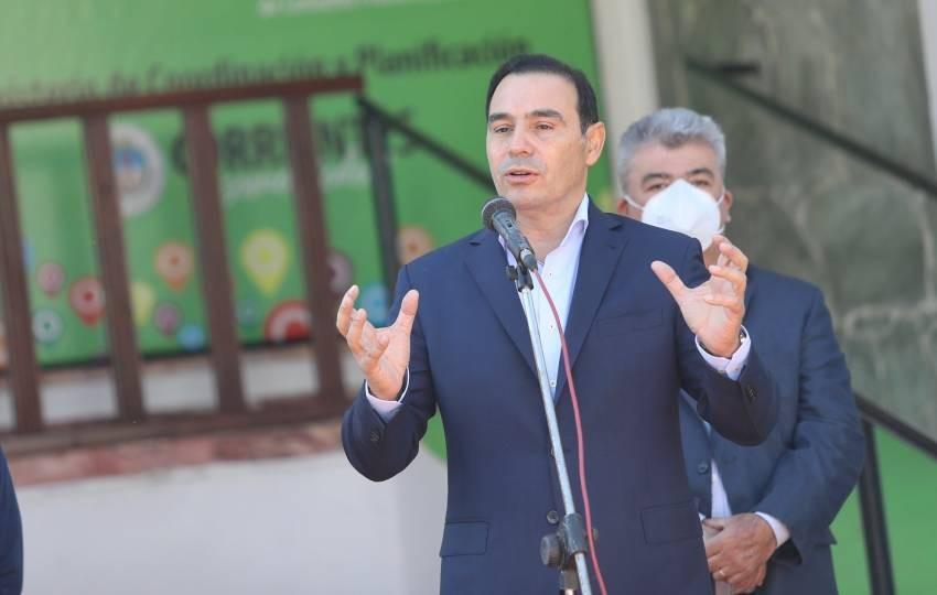 Gustavo Valdés anunció que se habilitará la vacunación anticovid a menores de edad