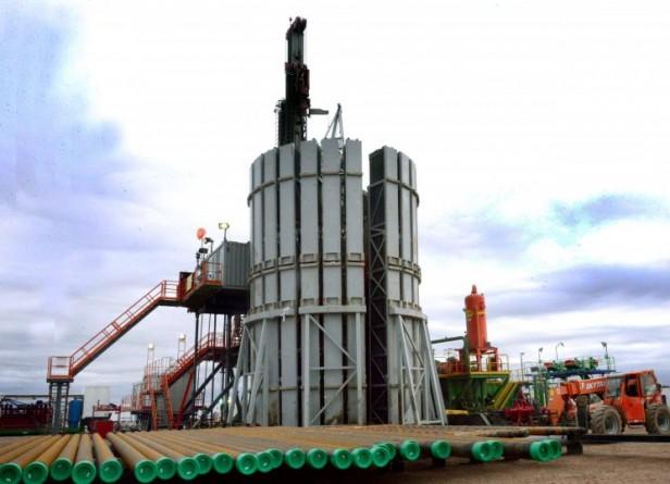 YPF descubrió un yacimiento petrolífero que abarca dos provincias