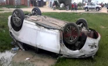Murió un policía al despistar y volcar el automóvil que conducía por la Ruta 5