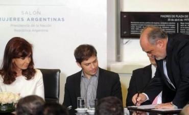 Colombi viajó a Paraguay y participará hoy de un acto junto a la presidenta CFK