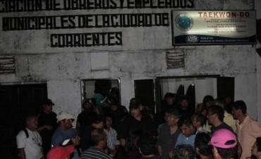La asamblea municipal volvió a terminar en disturbios y golpes entre los afiliados