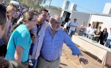 El Gobierno licitará la construcción de mil viviendas para 13 localidades