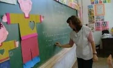 Afirman que docentes acumulan aumentos de hasta $2.200
