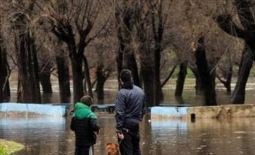 Unos 280 evacuados y mil autoevacuados en Luján, donde el río bajó pero se espera otra crecida