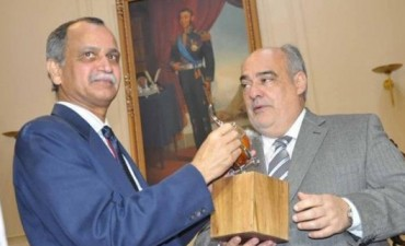 Colombi recibió al embajador de India: Corrientes podría exportar arroz y madera