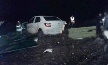 Choque entre camioneta y auto deja un muerto