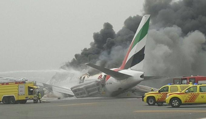 Dubai: aterrizó avión de emergencia y se prendió fuego