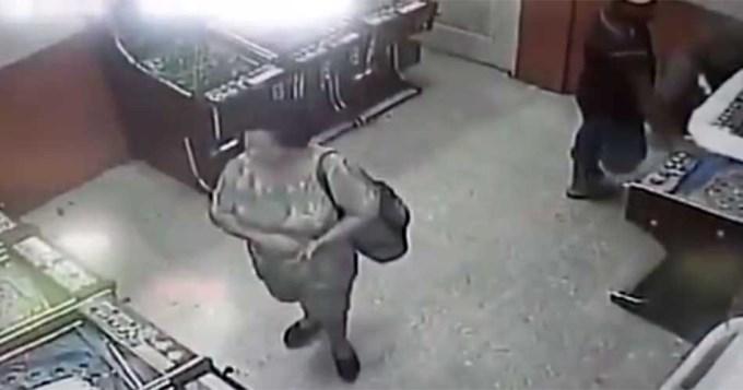 Le cortó el brazo a una mujer de un machetazo por unos billetes