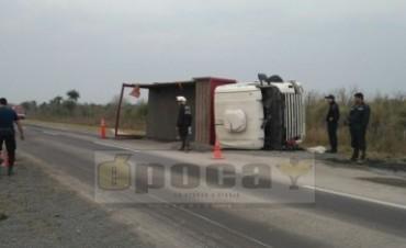 Volcó un camión sobre Ruta 12 cerca de Empedrado