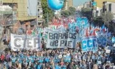 Masiva protesta de movimientos sociales con reclamos para Macri