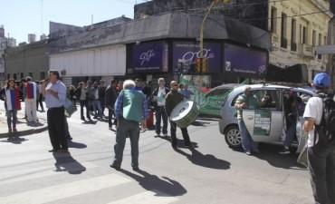 Estatales se manifestaron e insistieron en la reapertura del diálogo y de paritarias