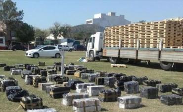 Secuestran casi 3 toneladas de droga en un camión y detienen a tres narcos