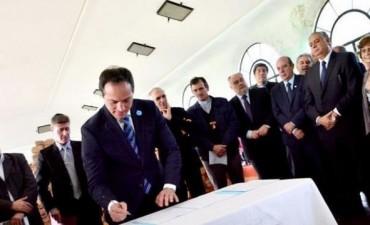 En honor a San Martín, religiosos y políticos firmaron acta de compromiso