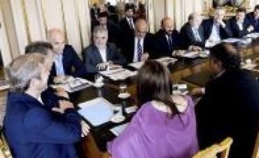 Macri cita a gobernadores y busca apoyo en audiencias públicas por las tarifas