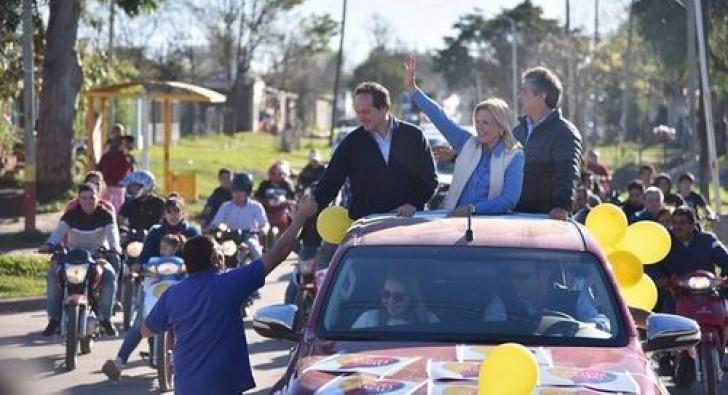 Multitudinaria caravana de Camau y Nito Artaza por Curuzú: Sorprendente y entusiasta participación popular