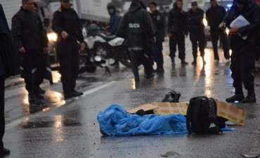 Murió cadete de la Policía que en moto chocó contra un camión en Ruta Nº12