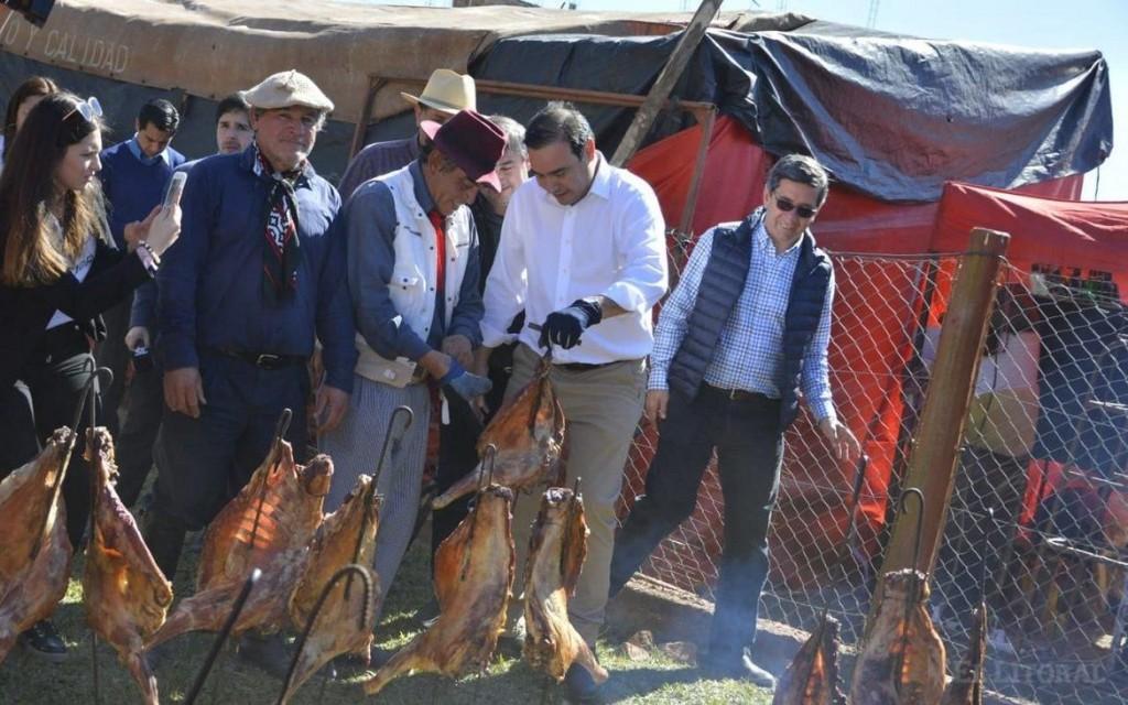 Valdés se reúne con intendentes radicales y traslada a Libres a todo su gabinete